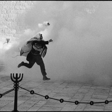 Demonstration, Western Wall by Micha Bar Am, 1989 | © Micha Bar Am | Courtesy of °CLAIR Gallery